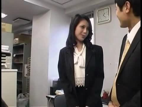清楚に見えて淫乱な人妻秘書の社内交尾