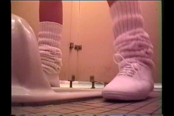 【トイレ盗*】都内の女子高!トイレ完全盗*!スカートを下ろして!ブルマ下ろして!