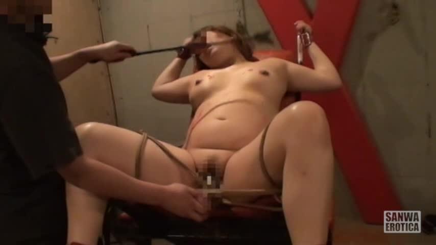 むっちり美巨乳人妻を縛りし、鞭で叩きながらドリル玩具でまんこをかき回すキチクSM指導。